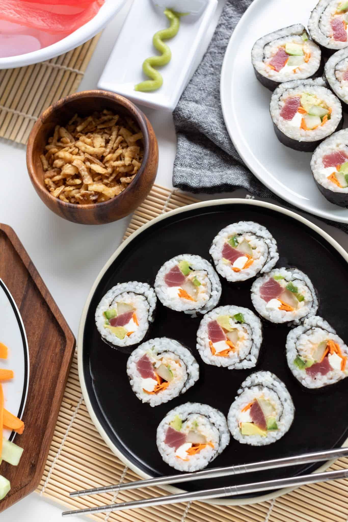 Spicy Tuna Roll #sushi #spicytunamaki #sushirecipe #spicytuna #sushirollrecipes #spicytunamaki #crunchyspicytunaroll