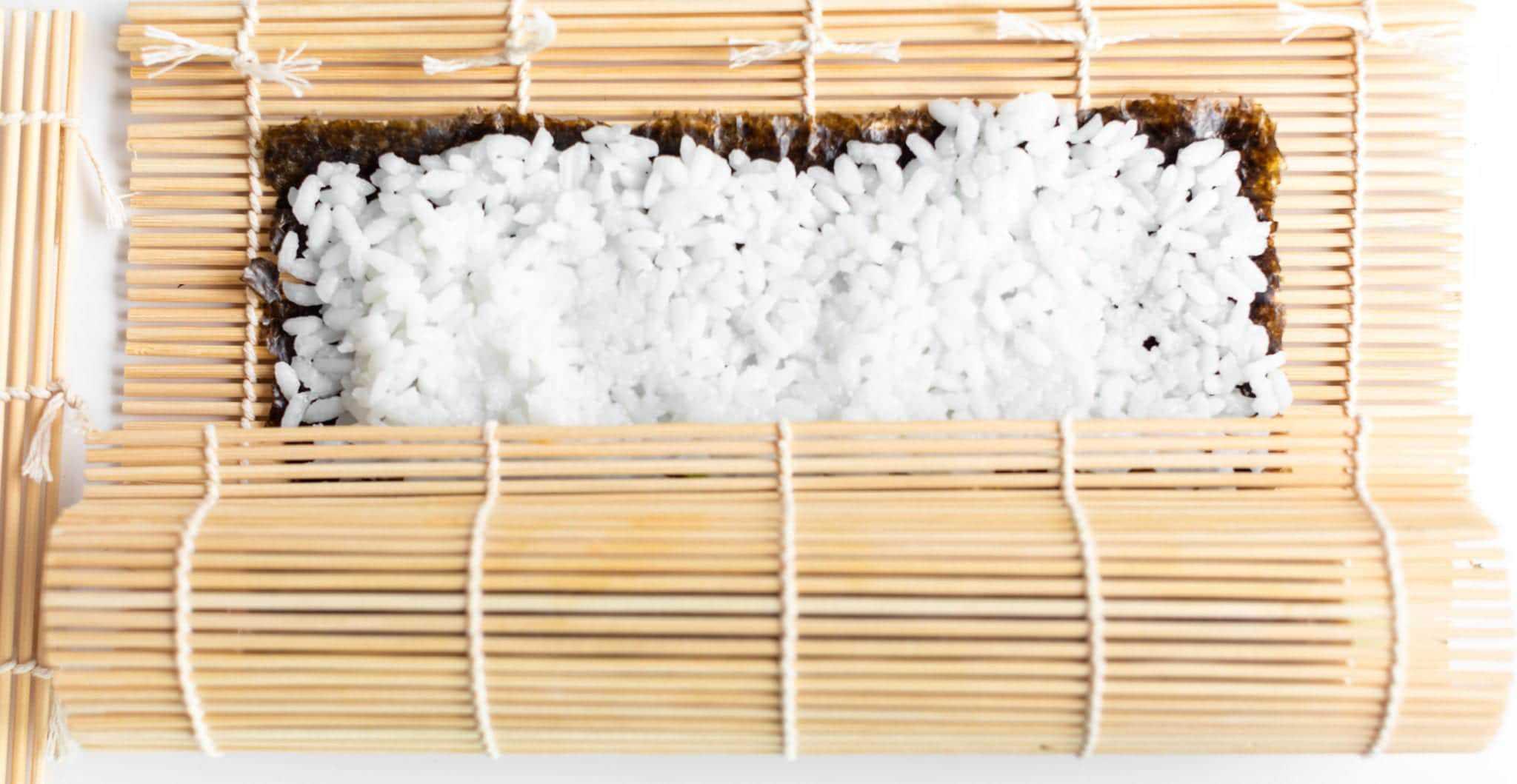 visual showing how to roll sushi with bamboo mat #sushi #spicytunamaki #sushirecipe #spicytuna #sushirollrecipes #spicytunamaki #crunchyspicytunaroll
