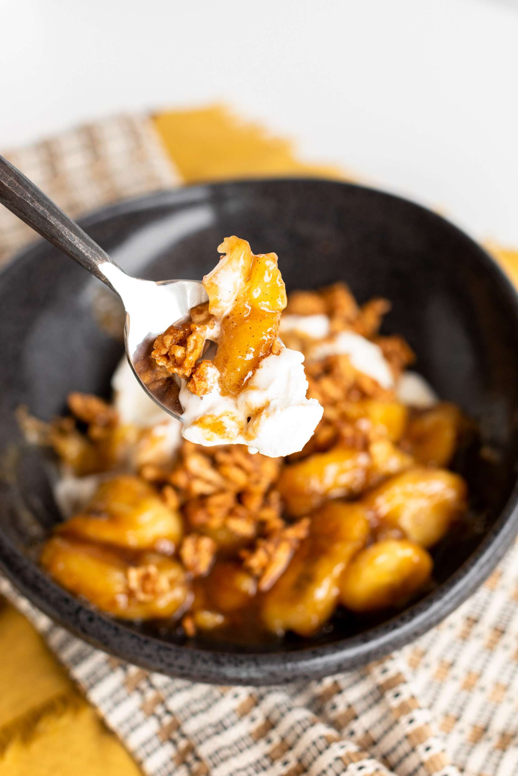 Bananas Foster with Cinnamon Toast Crunch Crumble
